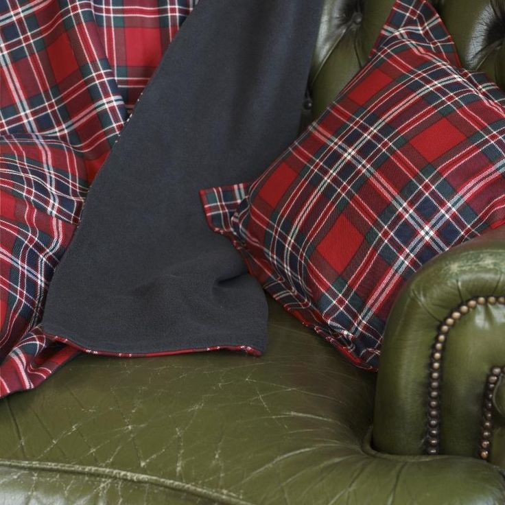 Order a throw, pillow or clothing in over 500 tartans! Lots of gifts, too.