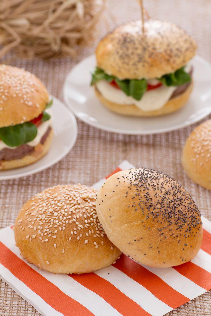 Cosa sarebbe un #burger senza il #pane morbido che lo avvolge? Ecco la nostra ricetta dei burger #buns! #Giallozafferano #recipe #ricetta #bread #hamburger #streetfood