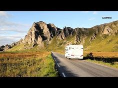 Häng med när Gone Camping tar husbilen till Norge. Frågar du vår programledare, Martin Örnroth, hör Lofoten och Vesterålen till världens vackraste platser. Avgör själv. Följ med till ögrupperna som bjuder på svårslagna naturupplevelser bland höga fjäll, kritvita stränder och pittoreska fiskebyar. Martin vandrar i sina förfäders fotspår, åker Hurtigruten och följer med på en mycket lyckad valsafari.