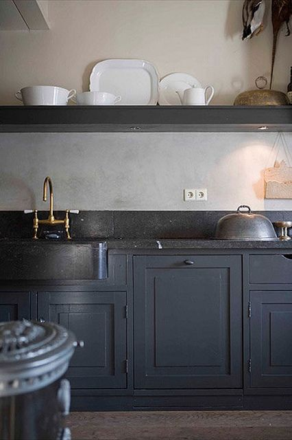 black/ dark blue kitchen cabinets; love the almost black options because you can work with black countertops, warm earthy tones for walls and flooring, and brassy/gold fittings