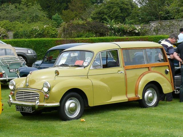 Vintage Car - Morris Minor Traveller via Flickr