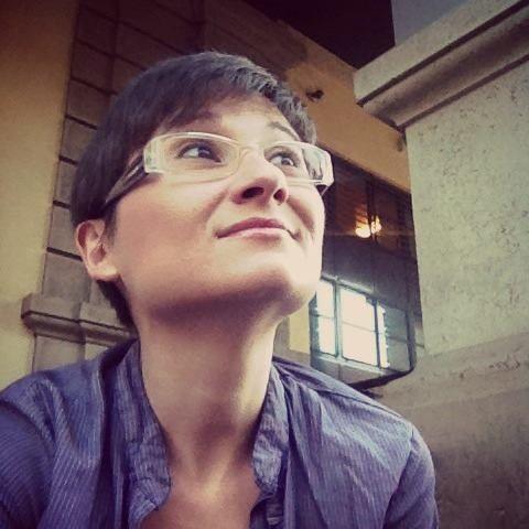 Barbara Gozzi - nata a Modena, vive in provincia di Bologna. Libera professionista, fissata con le storie e i racconti, storytelling addicted, web content, comunicazione digiale, editoria, fotografia ed eventi.
