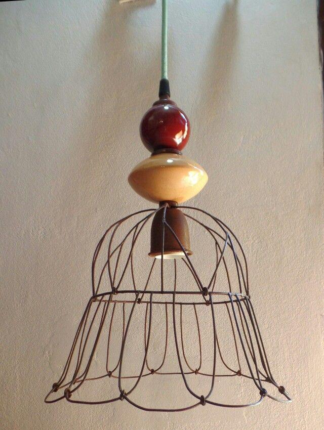 Casa Luminosa Colgante de alambre con cerámica http://www.casaluminosa.com.ar/