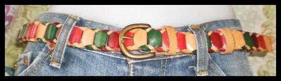 Mesdames Womans ceinture en cuir véritable en cuir de vachette, fabriqués avec du cuir beige en cuir avec des bandes réunies, a boucle ronde en laiton, ceinture belle pour correspondre à un jean ou un pantalon chino, ou une robe.  longueur 41 pouces s'adapte à la taille 38 pouces, largeur de 1 pouce. la taille étroite, c'est un best-seller dans notre boutique lien couleurs, biege, bordeaux, rouge, vert.$19.99