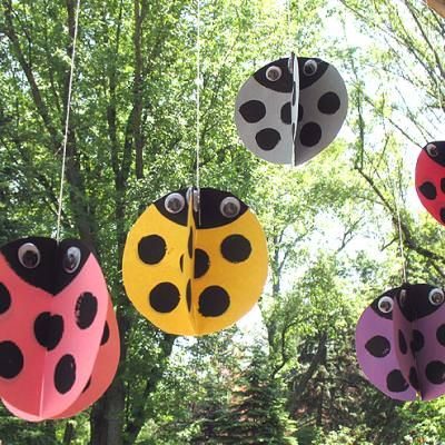 Twirling Paper Ladybugs {Kids Paper Crafts} What better way to get your kids out in the yard this summer than to create this fun kids paper craft? These twirling paper ladybugs are so adorable and are sure to be your child's favorite outdoor garden decor.View This Tutorial
