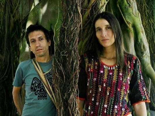 Aterciopelados Premiere New Video, 'Bandera'