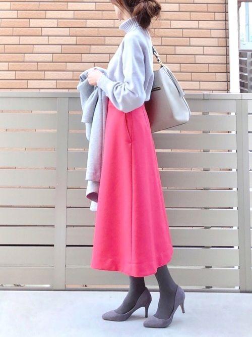 グレー×ピンク 鮮やかなフレアスカートはハリがあってとてもきれいなシルエット✨ 定番アイテムのタート