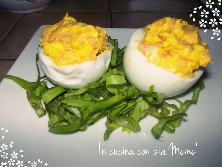 Le uova sode ripiene al salmone: ideali per apericena, antipasto o contorno