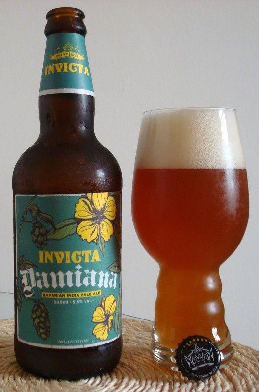 Cerveja Damiana, estilo India Pale Ale (IPA), produzida por Cervejaria Invicta, Brasil. 5.5% ABV de álcool.