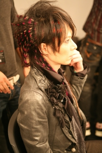 heath x-japan feather extension crimped hair
