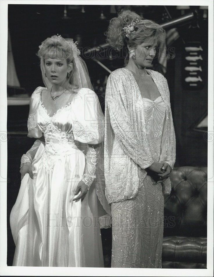 "1988 Press Photo Julia Duffy and Mary Frann in ""Newhart""."