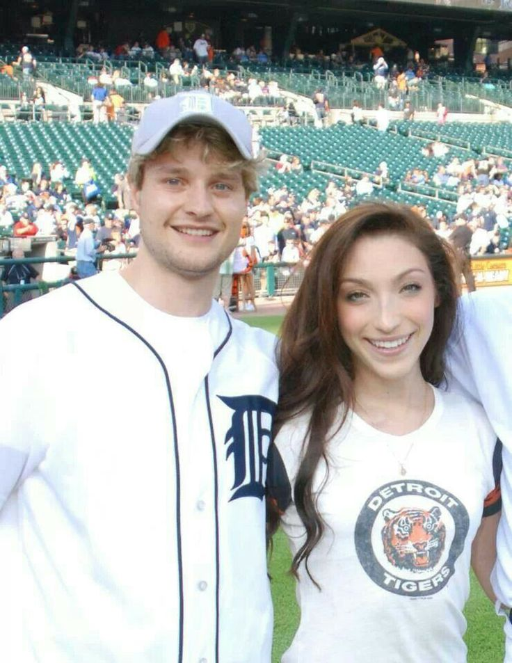 are olympics davis and white dating Meryl davis and charlie white won the first-ever gold medal for team usa in ice dancing at the 2014 winter olympics in sochi on feb 17.