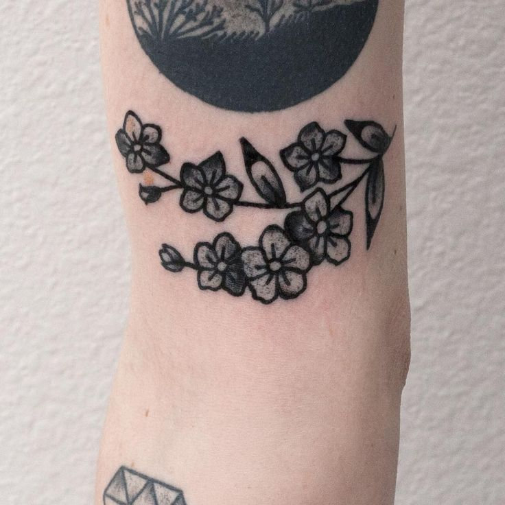 """""""Custom forget-me-nots design for Annalee. Thanks for getting tattooed."""""""