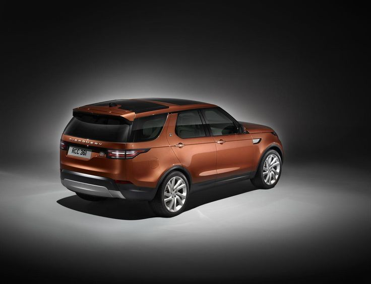El nuevo Land Rover Discovery acaba de ser presentado en el marco del Salón de París. Se trata de un todocamino grande, de 4,97 metros de longitud y siete plazas. Es tan grande como un Range Rover,