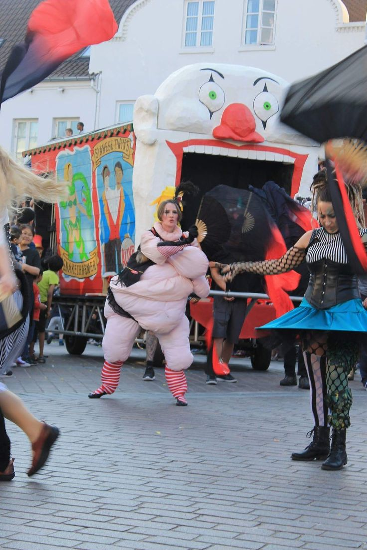KarnevalsKoloritterne. Fat lady in freak circus