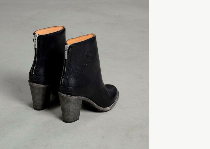 Enkellaars met ritssluiting en 9 cm hak in zwart structuurleer | Shabbies Amsterdam