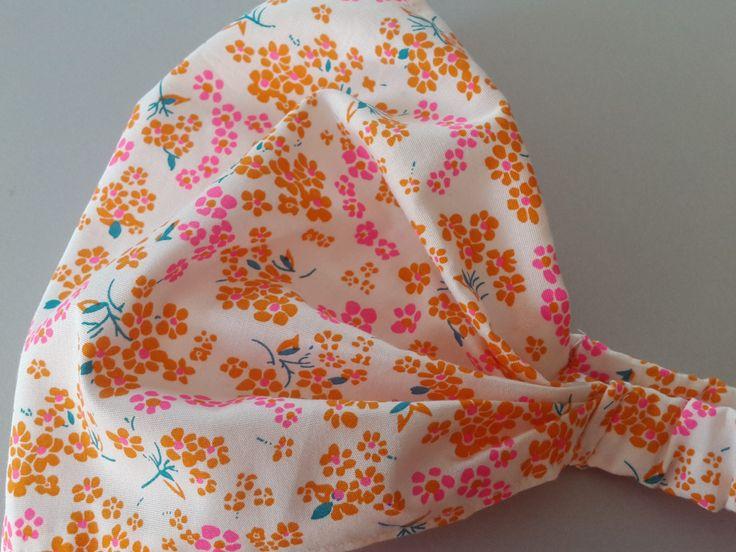 Fichu jolie demoiselle imprimé fleurs sur fond blanc : Mode Bébé par ma-choupinette