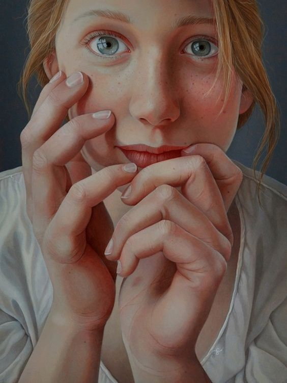 Dutch artist Jantina Peperkamp. Totally self-taught, Peperkamp paints incredibly realistic portraits. Her way of working starts from a photo session, later the artist makes a detailed sketch and places it on a wooden panel, where she applies the paint in thin layers of acrylic. In each layer he sharpens more detail, thus obtaining a very realistic portrait