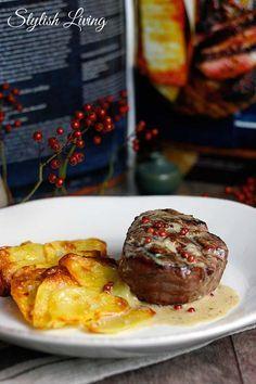 Rinderfilet mit Pfeffer-Whisky-Sauce und Kartoffel-Käse-Dominos