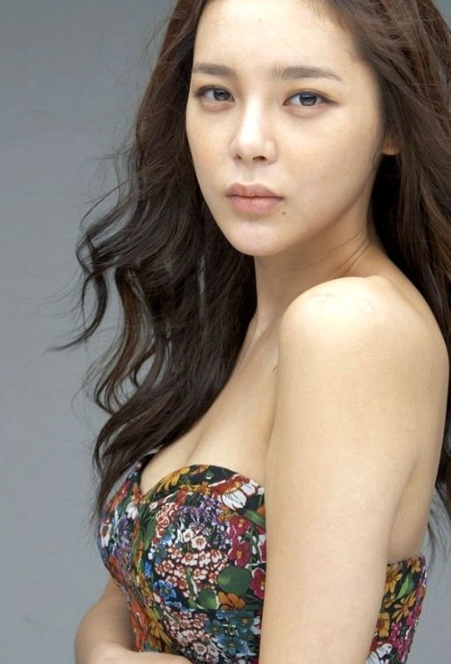 Actress Park Si Yeon announces her pregnancy! | allkpop