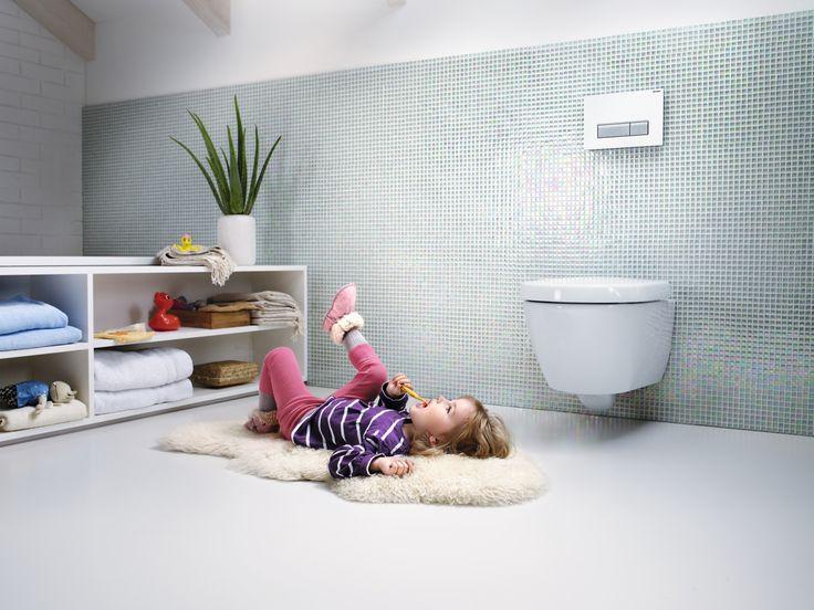 Un baño de diseño y siempre fresco es posible con las cisternas empotradas Geberit y el sistema de extracción de olores Geberit DuoFresh que se activa a través de un botón en la parte superior del pulsador Sigma40.