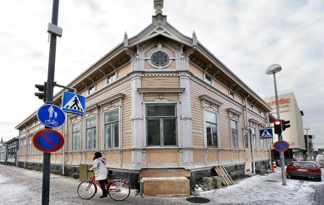 corner of Torikatu and Saaristonkatu, Oulu, Finland