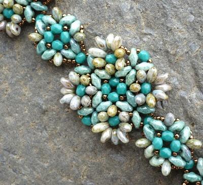 Vezsuzsi gyöngyei: Mario RizoTwin Beads, Beads Bracelets, Super Duo, Superduo Colors, Taki Tasarim, Beads Jewelry, Beads Ideas, Beads Pattern, Vezsuzsi Gyöngyei