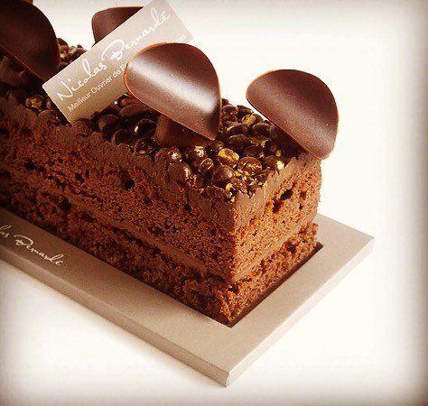 Confit de citron doux de Menton, ganache onctueuse au chocolat noir, biscuit chocolat, le tout lové sous un biscuit chocolat - Nicolas Bernardé  #cakissime #chocolat