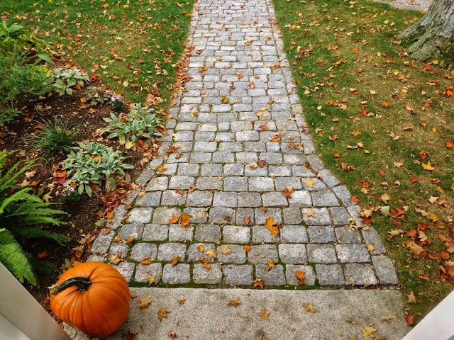 Like the walkway; thru yard??? Love her blog...for the love of a house
