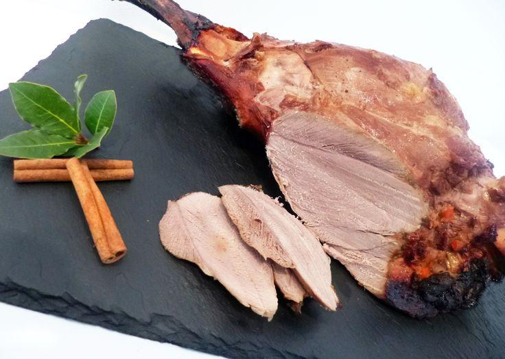 Découvrez la recette Cuissot de sanglier rôti au four en images ! Gibier et plus encore... Aimer cuisiner, sans être un grand chef avec des recettes faciles, originales et authentiques. A déguster et partager !