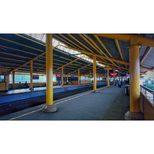 WEBSTA @ jakaanindita - Sore yang sepi di Gondangdia #trainstation #menteng #gondangdia #love #jakartabanget #architecture #instajakarta #commuter