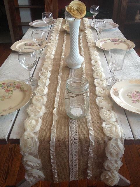 Camino de mesa hecho de arpillera o tela de saco decorar - Manteles shabby chic ...