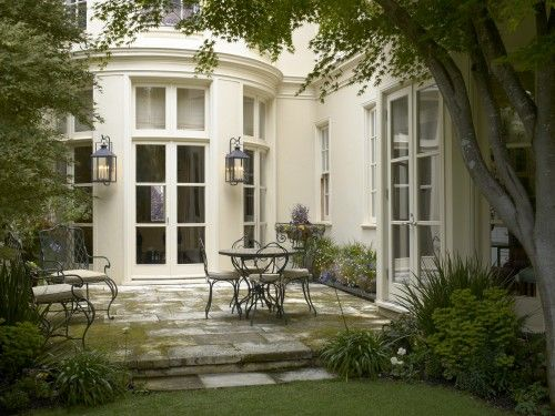 georgianadesign:    Traditional patio in San Francisco. Gast Architects.: Patio Design, Outdoor Rooms, Gast Architects, Traditional Patio, String Lights, Patio Lanterns, Outdoor Spaces, Front Porches, Stones Patio