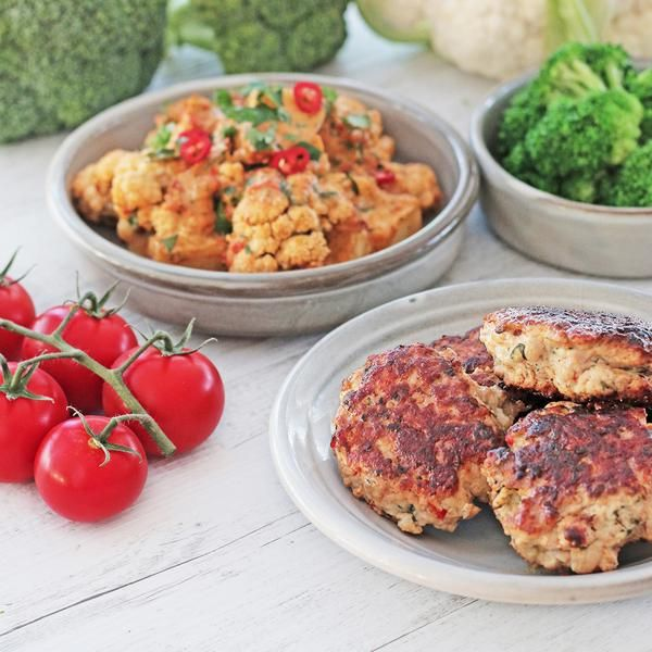 Youfoodz | Homestyle Chicken Rissoles With Red Pesto Veg $9.95 | Fresh herbs, lean chicken mince, tasty Tuscan-inspired flavours, qlong with your daily greens & cauli-potato combo | #Youfoodz #YoullNeverEatFrozenAgain #HomeDelivery