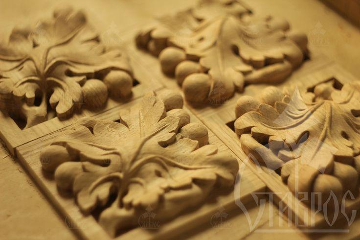 "Резная квадратная розетка из массива дуба ""Виноград"". #дизайн #резьба #дерево #декор Carved square rosette made from the solid oak ""the grape"". #decor #design #decorating #wood #art"