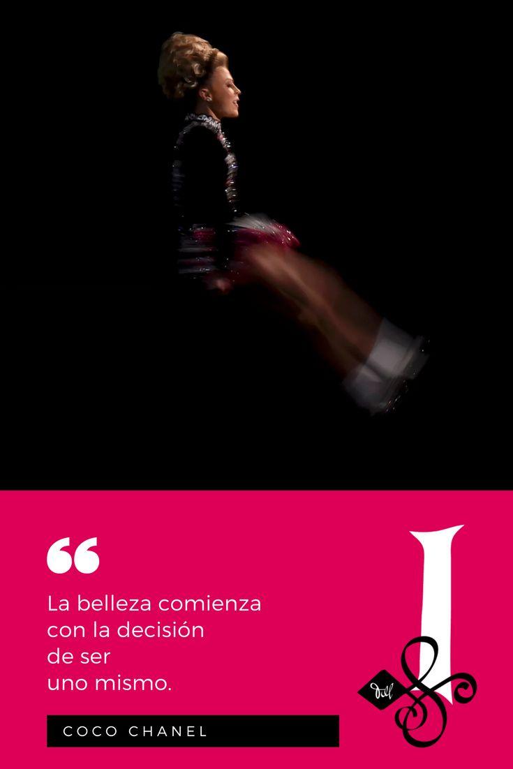 """📜 """"La belleza comienza  con la decisión  de ser uno mismo.""""  — Coco Chanel. 🖋  👉 #Citas #DanzaIrlandesa  💚 #InishfreeMexico™ 🇲🇽 #TaniaMartínez 🍀 #InishfreePedregal 🇲🇽 #InishfreeToluca #Quotes  #IrishDance 👯  📸 #Photo: Getty Images"""