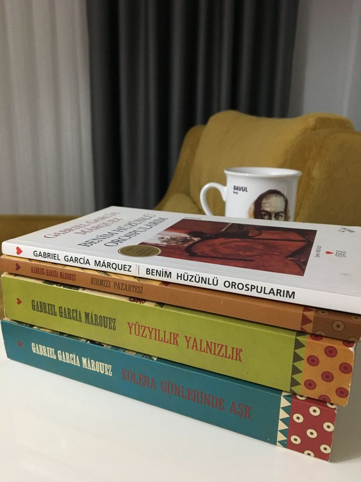 Gabriel Garcia Marquez büyülü yazar.. Kırmızı Pazartesi okuduğum ilk romanıydı ve adeta büyülenmiştim çünkü vermek istediği toplumsal mesajı öyle güzel işlemişti ki sayfalara.. Ardından Yüzyıllık Yalnızlık, Benim Hüzünlü Orospularım (hala dün gibi aklımdadır okuduğum her satır) ve Kolera Günlerinde Aşk.. Kolombiyalı yazar 2014 yılında vefat etti ne yazık ki.. 📚✏️ #kitap #kitapkurdu #kitaplar #bookstagram #bookstagrammer #instabook
