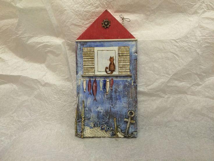 Декоративное панно Домик у моря. Возможно сделать крючки для полотенец или одежды, или ключей.