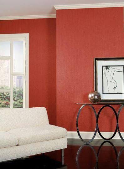 Nu-i asa ca arata foarte bine contrastul intre tapetul rosu/caramiziu si profilele decorative albe?