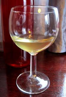 Kääpiölinnan köökissä: You got the thirst n I got the booze - ananaslikööri!