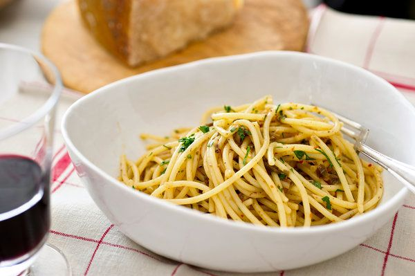 Midnight Pasta With Garlic, Anchovy, Capers and Red Pepper Recipe - NYT Cooking