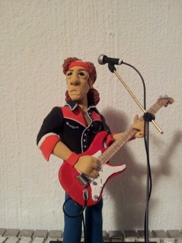 Hand Made Hero's version of Mark Knofler.... AMAZING