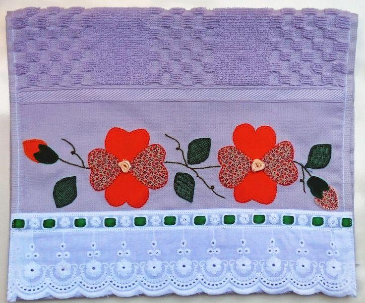 Toalha de Lavabo em Patch Aplique com bordado inglês 100% algodão com passa fita.    Marca Buettner - 100% Algodão.  Dimensões: 30 cm x 50 cm.