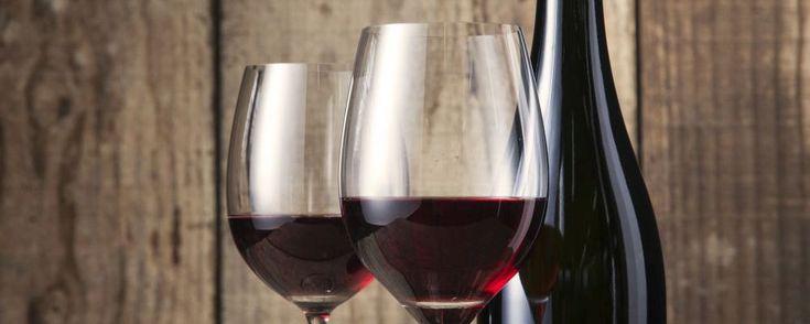 Restaurante Funiculí em Curitiba lança open bar de vinho a R$ 25. De terça a domingo são três rótulos disponíveis: espumante, tinto e branco.