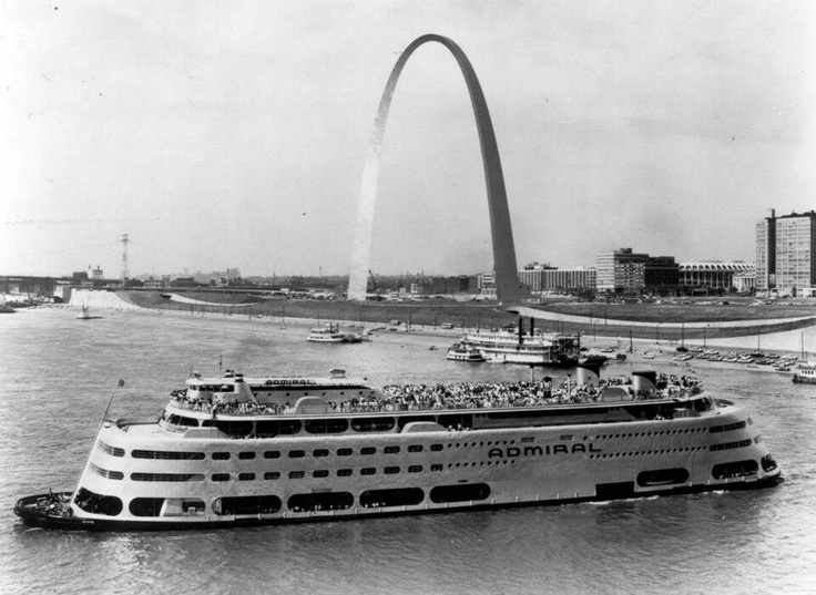 The Saint Louis Arch and the Admiral