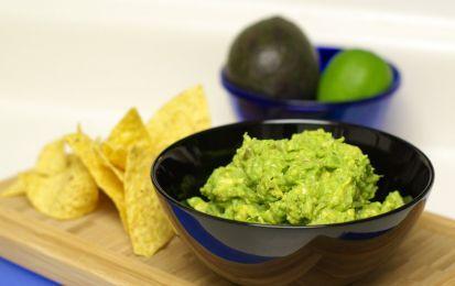 Guacamole, ricetta ricca di Omega3 - Il guacamole è una salsa messicana a base di avocado, un frutto ricco di Omega3. Questa ricetta, oltre ad essere facilmente realizzabile, è fresca, gustosa e fa tanto bene al nostro organismo.