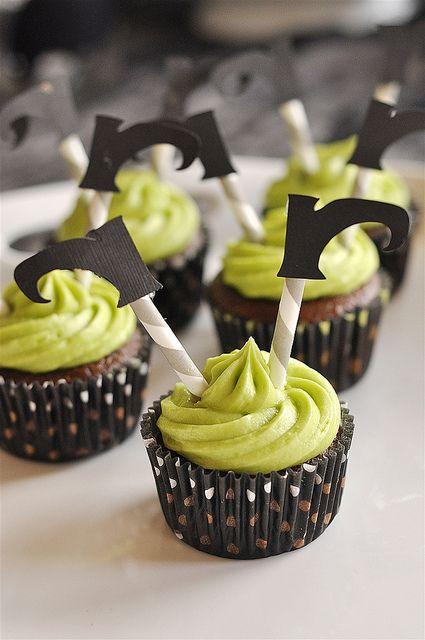 Cute Wicked Witch Cupcake @yourhomebasedmom.com
