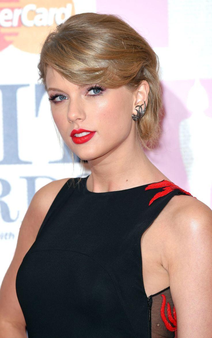 Side fringe hairstyles: Taylor Swift  - CosmopolitanUK