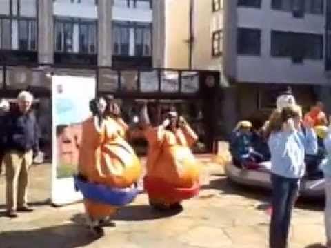 Sumoworstel dance tijdens opening nationale sportweek