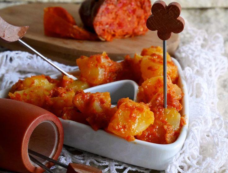 Le patate alla crema di 'nduja sono molto gustose e piacevolmente piccanti. Sono davvero semplici da preparare!
